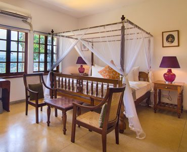 Saffron Deluxe Colonial Room - Elephant Stables - Sri Lanka In Style