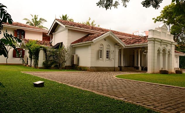 Maniumpathy - Sri Lanka In Style