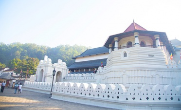 Kandy's Temple of the Tooth - Madulkelle Tea and Eco Lodge, Kandy - Sri Lanka In Style