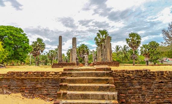 A Visit to Muhudu Maha Viharaya - Arugam Bay -  Sri Lanka In Style